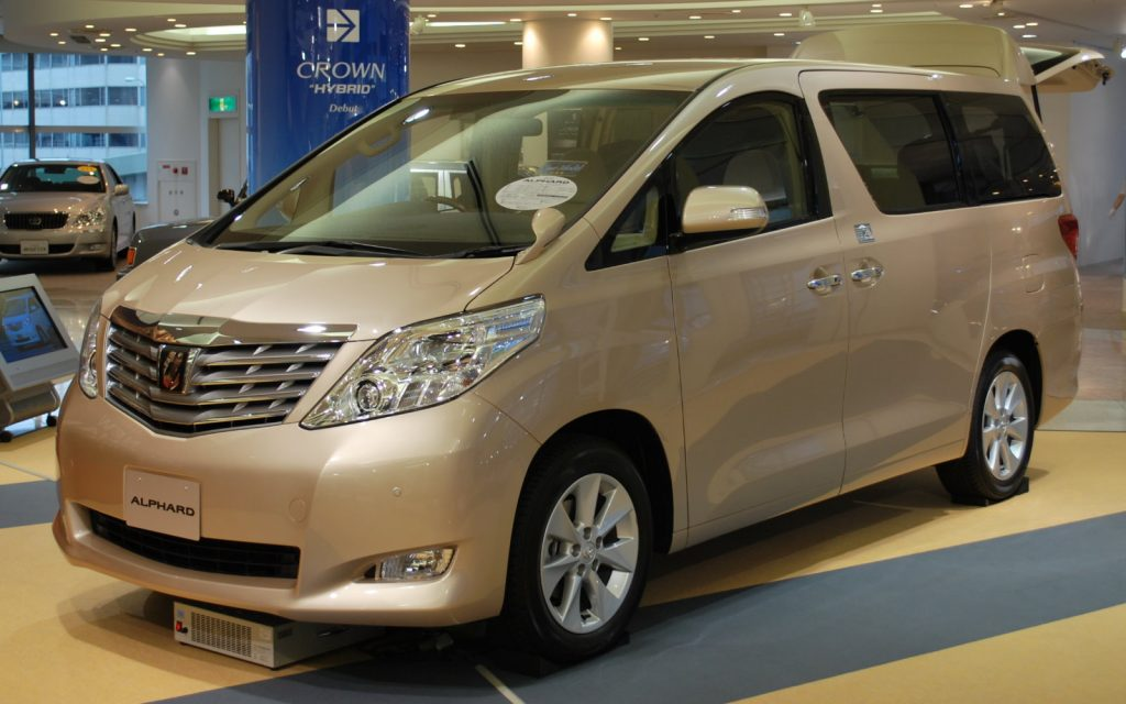 Toyota отзывает в России минивэны Alphard из-за ремней безопасности