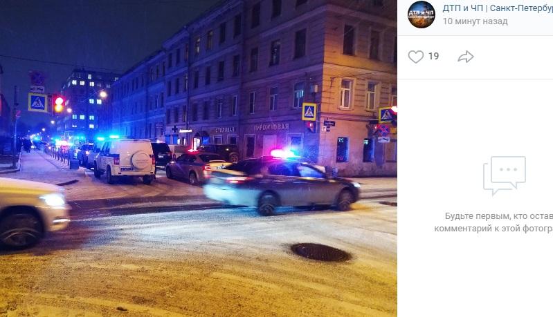 На Заставской 10 машин полиции и «скорые» перехватывают дебошира