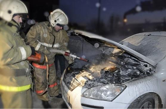 На Петергофском шоссе сгорели два автомобиля