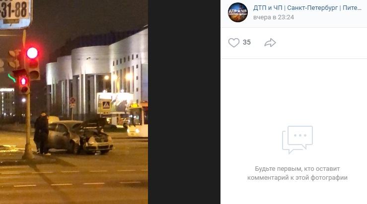Рассеянный водитель «Фольксвагена» сбил знак на Бассейной
