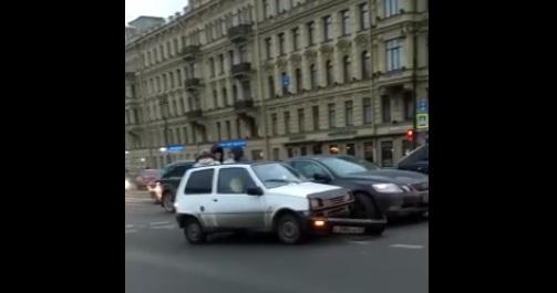 На Невском «Ока» и «Лексус» устроили ДТП в час пик
