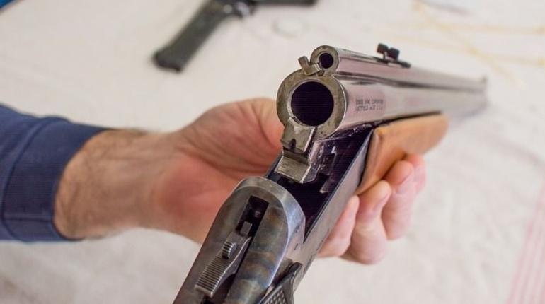 В Купчино новоиспеченный муж на праздновании свадьбы открыл стрельбу по подросткам