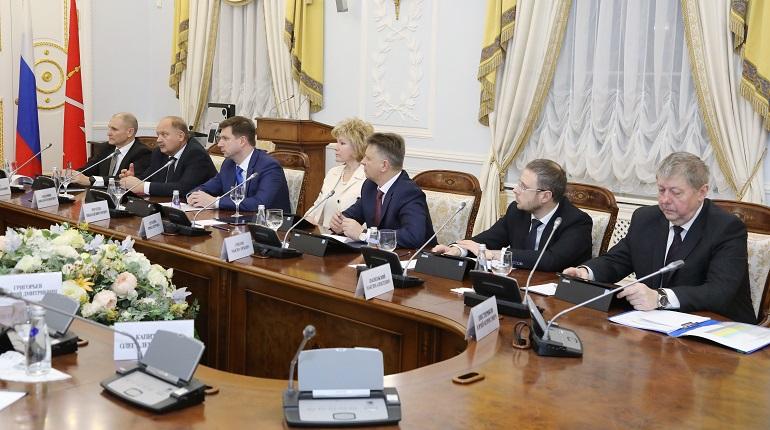 Смена правительства РФ замедляет формирование администрации Петербурга