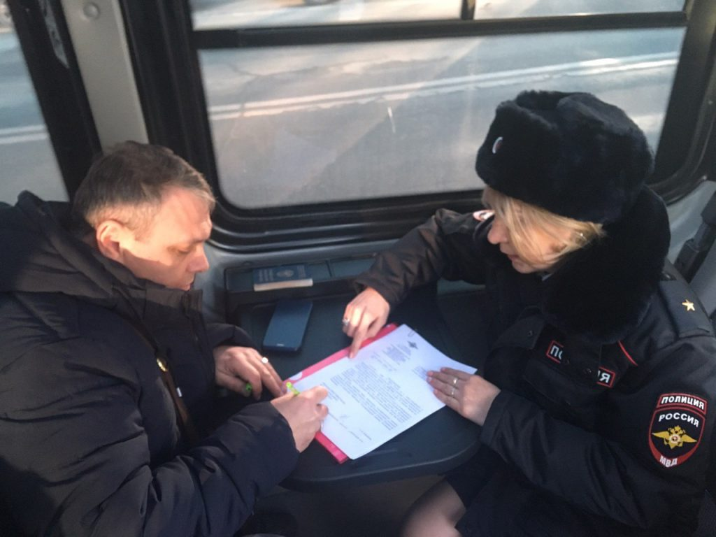 Один в Киргизию, другой — в Беларусь: Ленобласть прощается с водителями-нелегалами