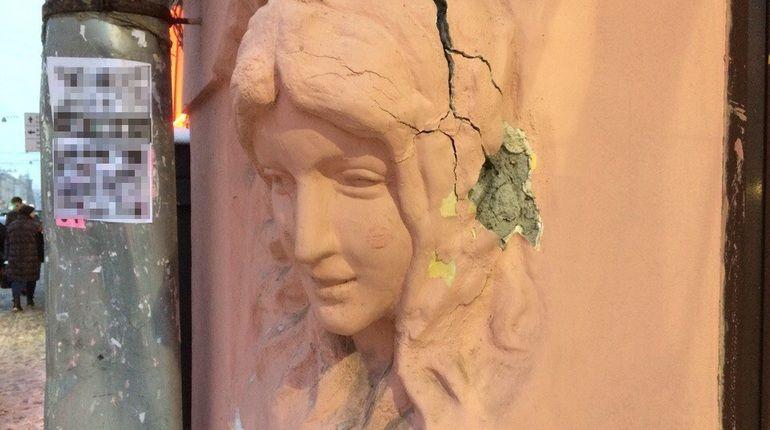 Как вандалы издевались над русалками на доме Николаевых