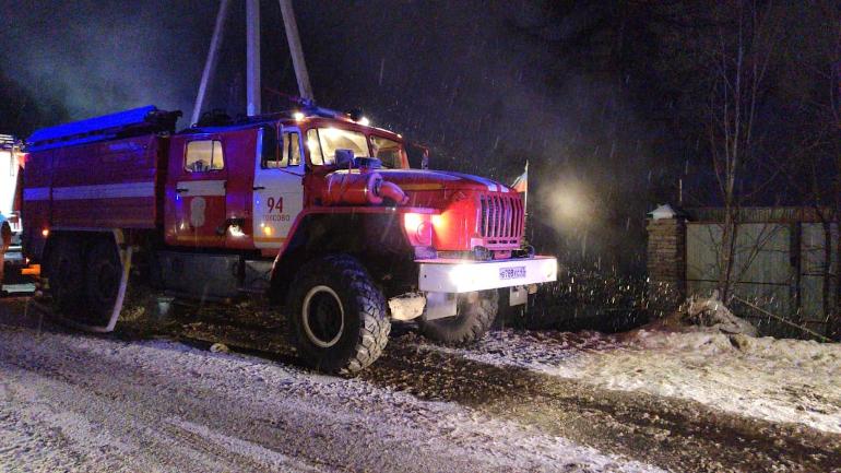 В Сарженке два часа тушили пожар в частном коттедже