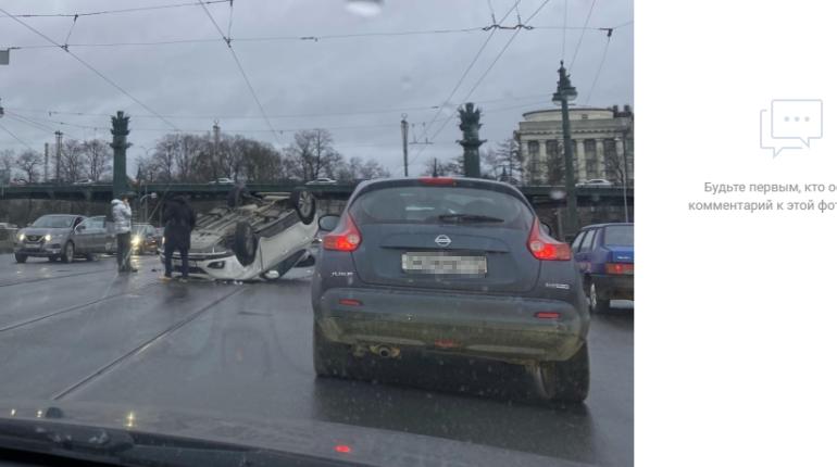 Грудной ребенок пострадал в ДТП с «перевертышем» на Ушаковском мосту