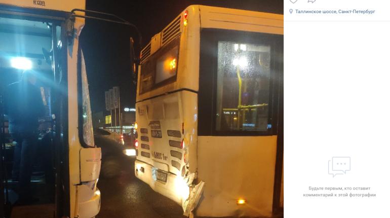 На Таллинском шоссе один автобус въехал в другой