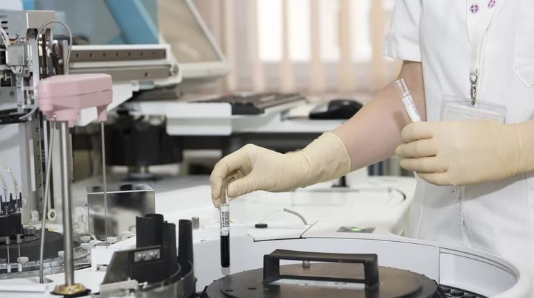 На доплаты врачам и медработникам выделили более 320 млн рублей