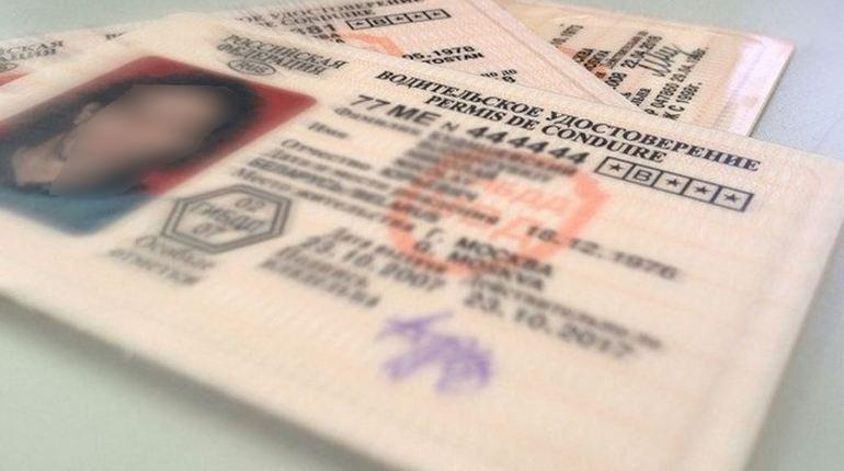 Те, кому противопоказано управление транспортом, лишены прав в Петербурге