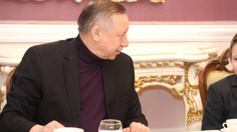 Беглов поздравил театралов, напомнив о ситуации с коронавирусом