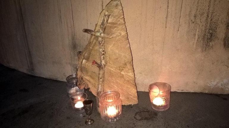 «Его звали Тополь»: жители Петроградки попрощались со срубленным деревом