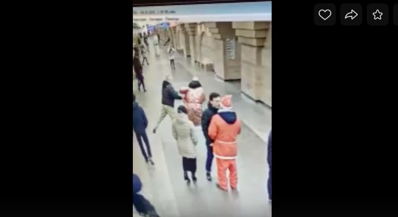 Скандальный пассажир заплатит штраф после новогодней драки на «Спасской»