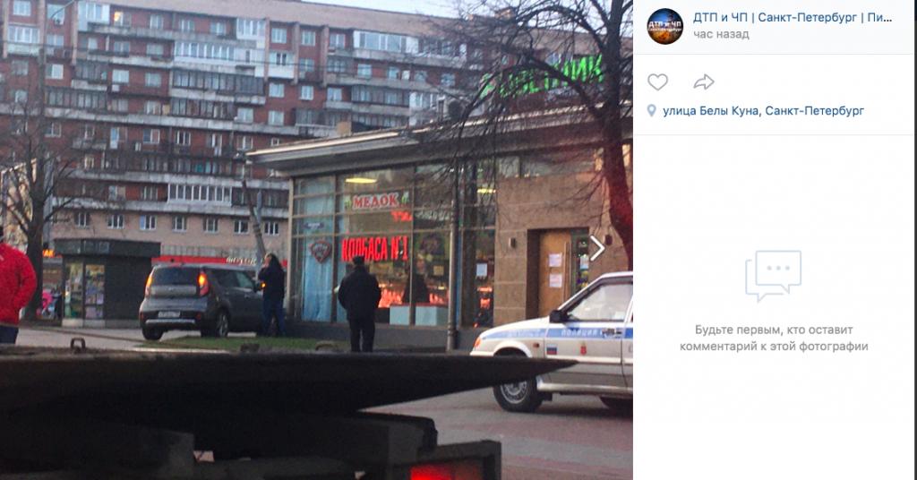 Kia вылетела на тротуар и впечаталась в магазин у метро «Международная»