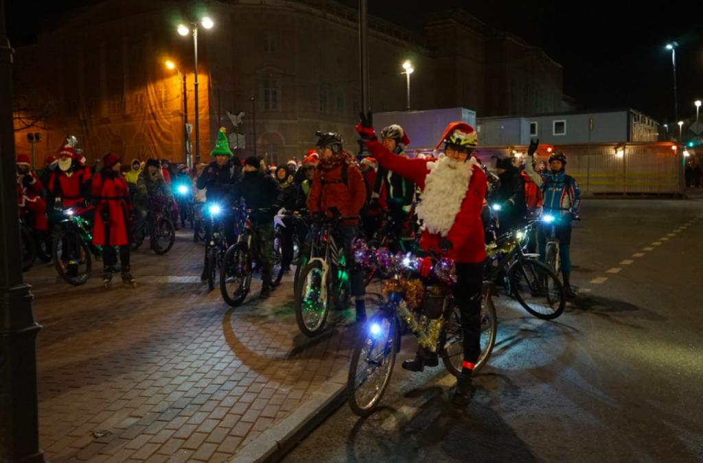 Велопробег Дедов Морозов и Снегурочек в Петербурге: фоторепортаж «Мойки78»