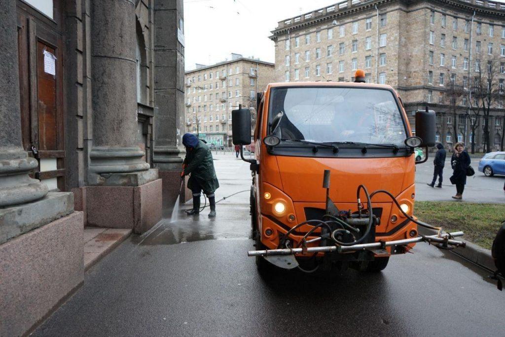 Комитет по благоустройству показал, как убирают бесснежный Петербург