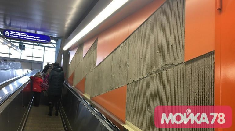 «Беговая» «разваливается»: «Мойка78» показывает, как выглядит станция, которую обещали осушить
