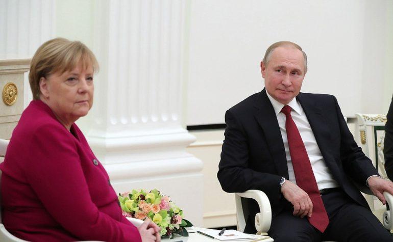 Путин и Меркель созвонились по теме ливийского урегулирования