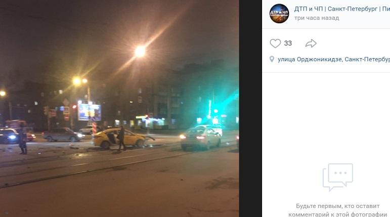 В ДТП с такси на Ленсовета пострадали водители