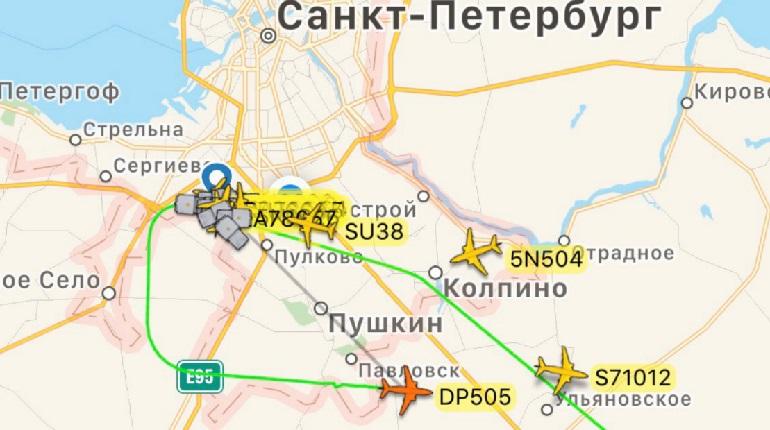 Самолет из Махачкалы не смог сразу приземлиться в Пулково