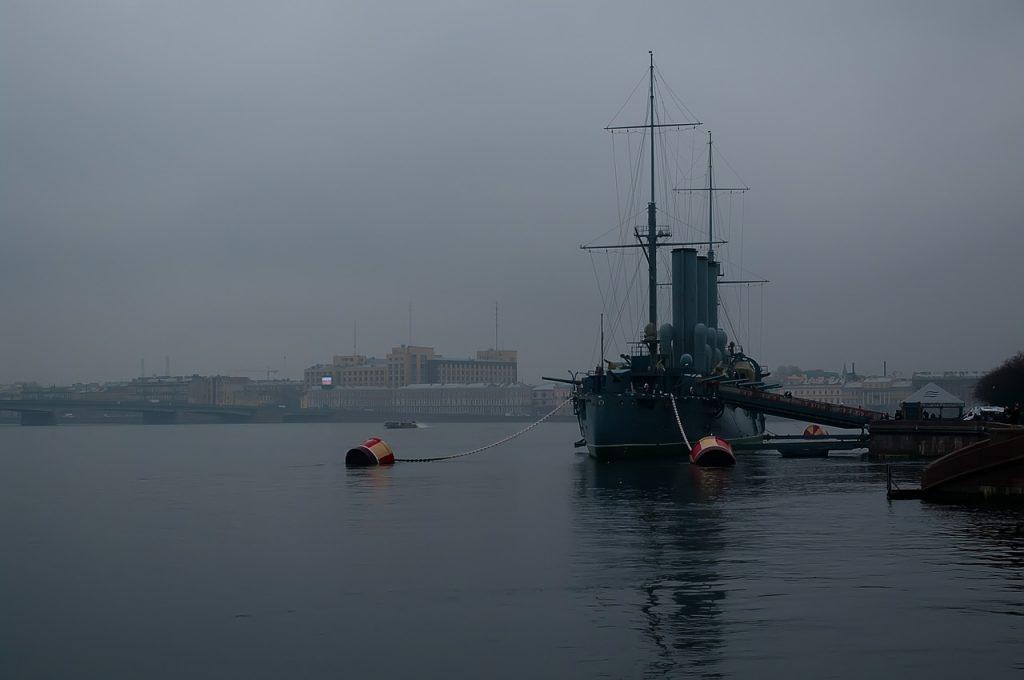 Вода в Неве поднялась больше чем на метр
