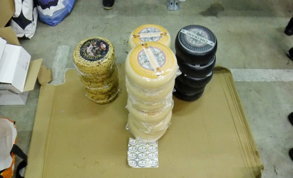 Полтонны сыра в мусор: голландское лакомство не прошло финскую границу