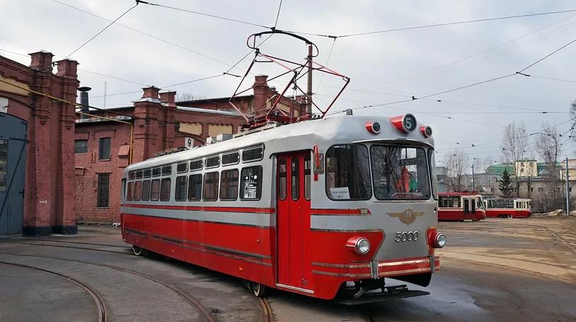 Трамвай-«стиляга» прокатит пары по Петербургу в День всех влюбленных