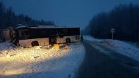 В Кузбассе при лобовом столкновении автобуса и фуры пострадали 14 человек