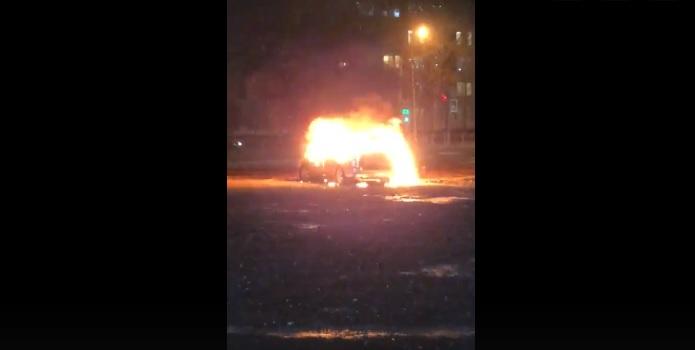 У кафе на Байконурской вспыхнул автомобиль