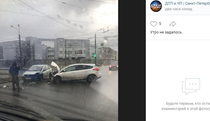 На Седова после ДТП кузов «Фокуса» превратился в «гармошку»