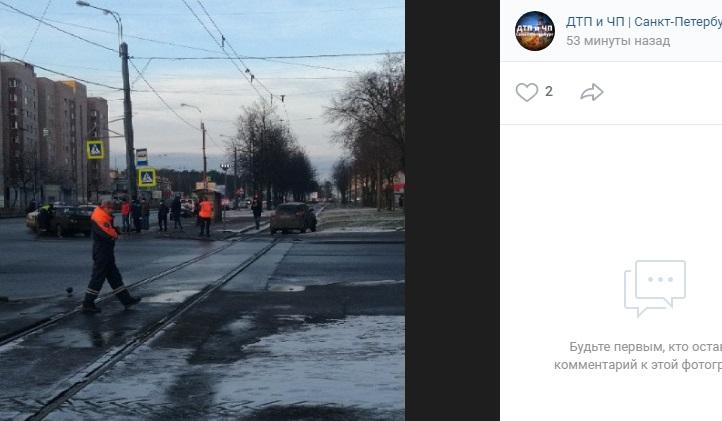 ДТП на Ветеранов остановило трамваи и автомобили
