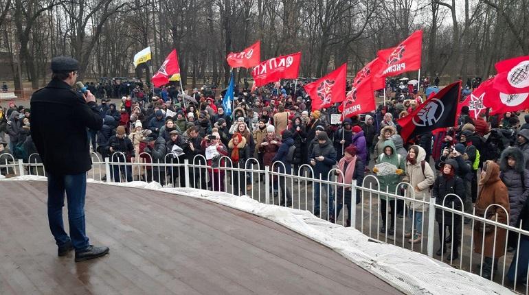 Петербуржцам разрешат митинги у школ и больниц
