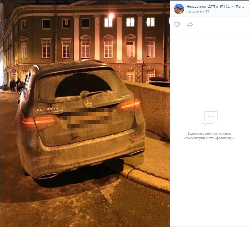 В ГИБДД не слышали о парковке Mercedes Боярского на тротуаре