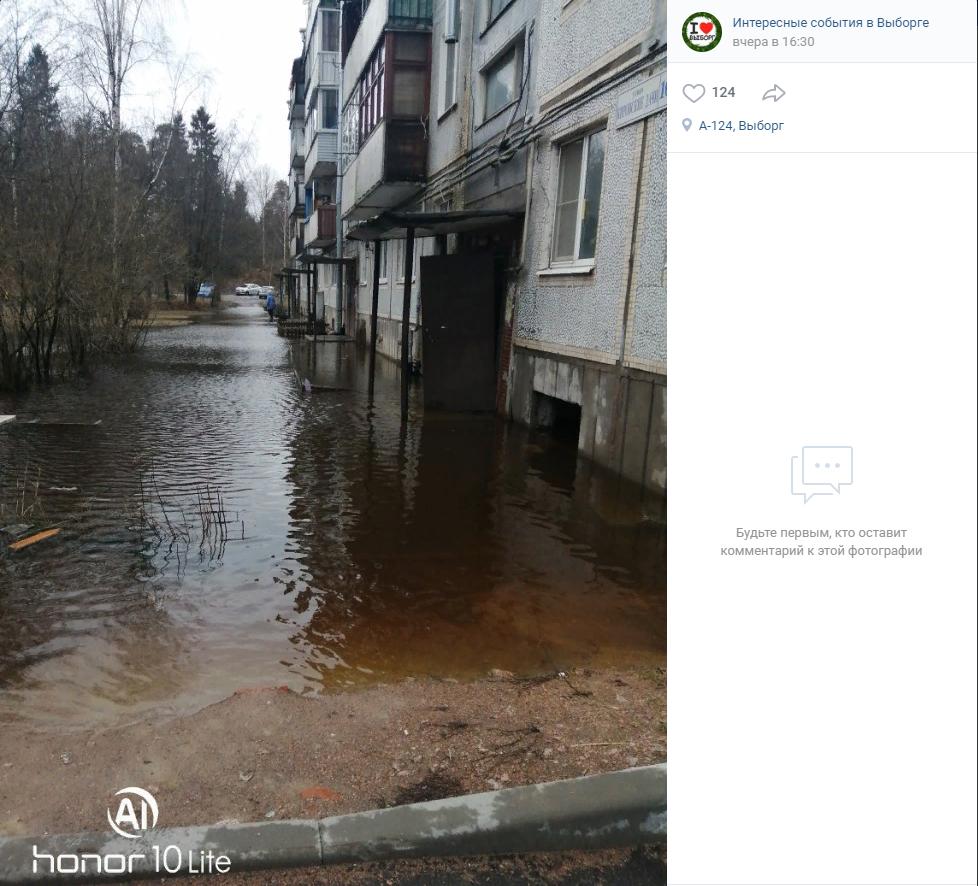 В Выборге из-за дождей затопило жилой дом