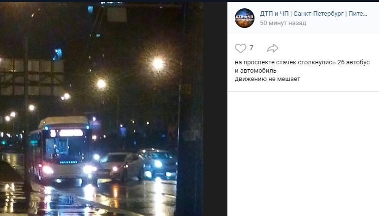 Автобус столкнулся с автомобилем на проспекте Стачек