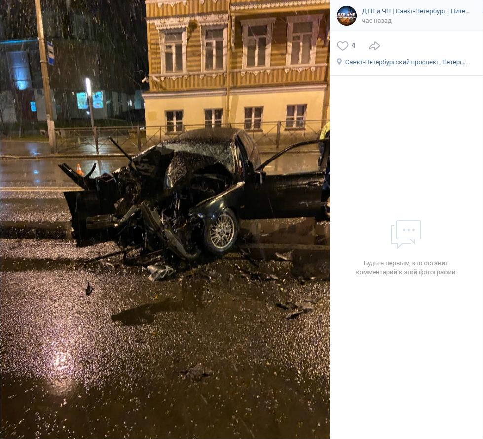 «BMW в утиль»: ночная авария в Петергофе лишила водителя авто