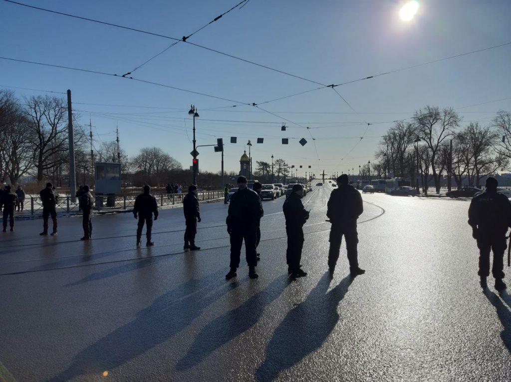 Марш памяти Бориса Немцова перекрыл съезд с Троицкого моста