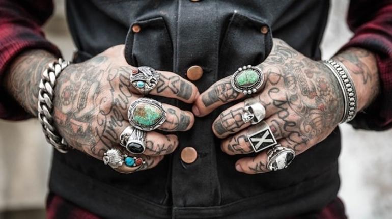 Онищенко предложил запретить в России татуировки