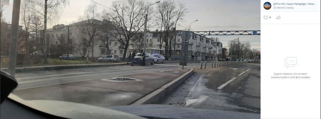 Авария в Стрельне: водители опасаются провести вечер пятницы в пробке