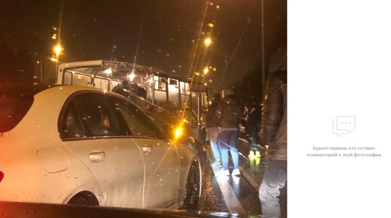 Маршрутке разворотило зад в ДТП на Мурманском шоссе