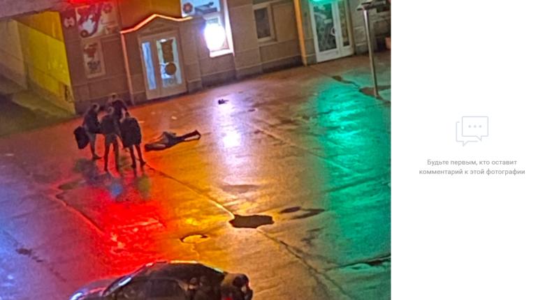 У алкомаркета на Васильевском группой избили мужчину