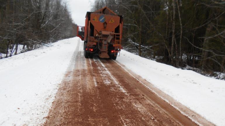 500 километров трасс Ленобласти убрали от воды со снегом