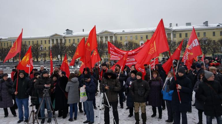На площади Ленина начался митинг КПРФ