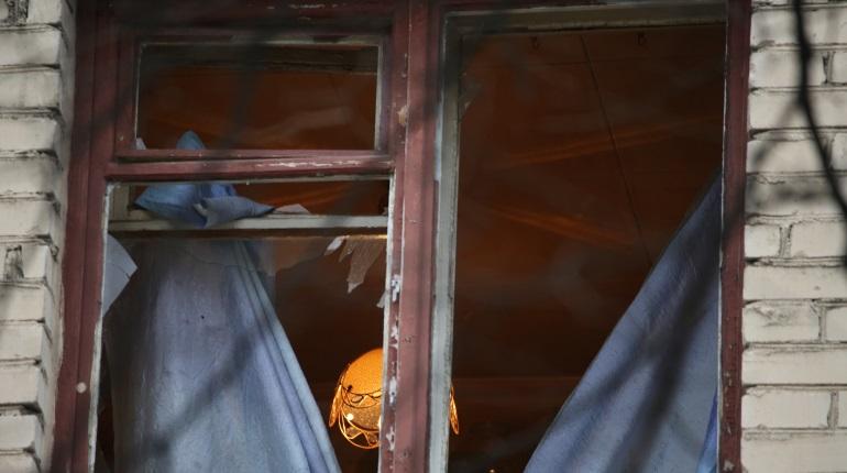 Окна — вдребезги, дверь — в щепки: «Мойка78» показывает фото дома на Замшиной после взрыва