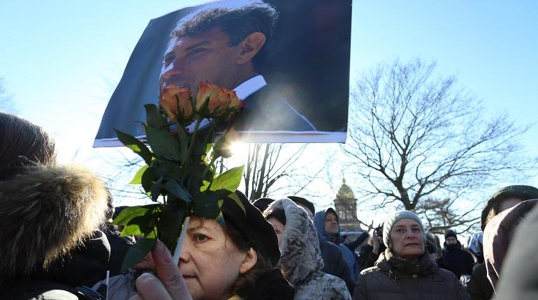 Петербургские оппозиционеры прошли 700 метров в память о Немцове