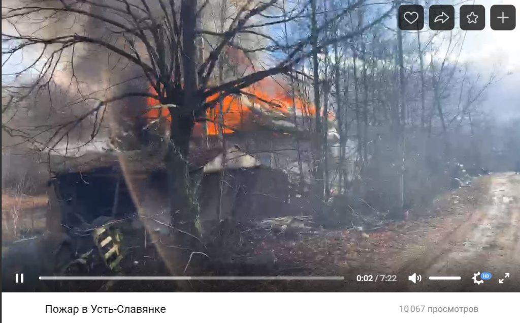 В Рыбацком сгорел бесхозный дощатый дом, о пострадавших неизвестно