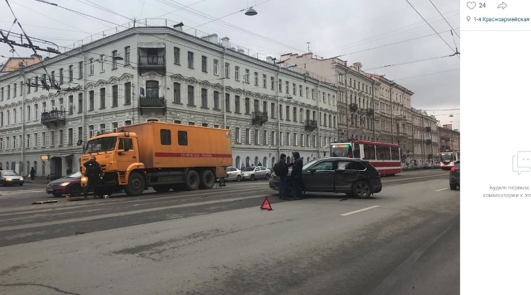 В Адмиралтейском районе легковушка влетела в машину техпомощи