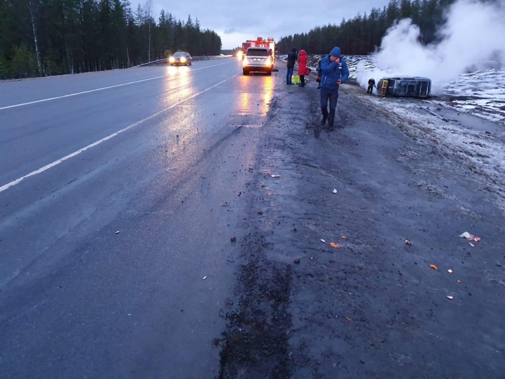 Появились фото с места аварии на «Скандинавии»: там загорелась «скорая»
