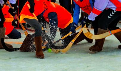 В Ленобласть пришла «Русская зима»: хоккей в валенках и футбол на снегу