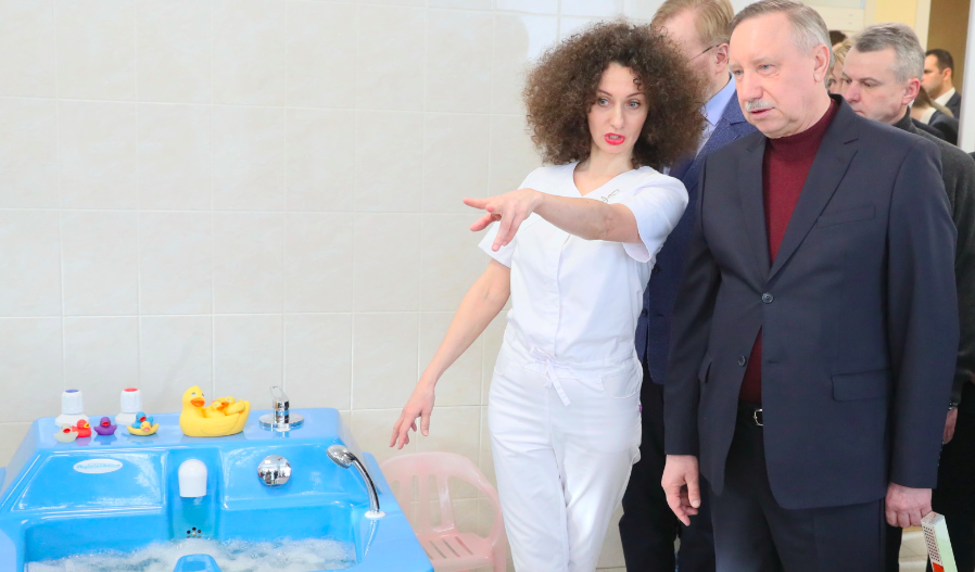 Беглов осмотрел новый детский центр реабилитации в Кировском районе